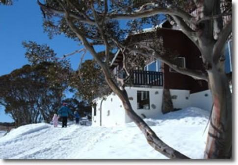 AAC_Perisher_lodge_in_snow